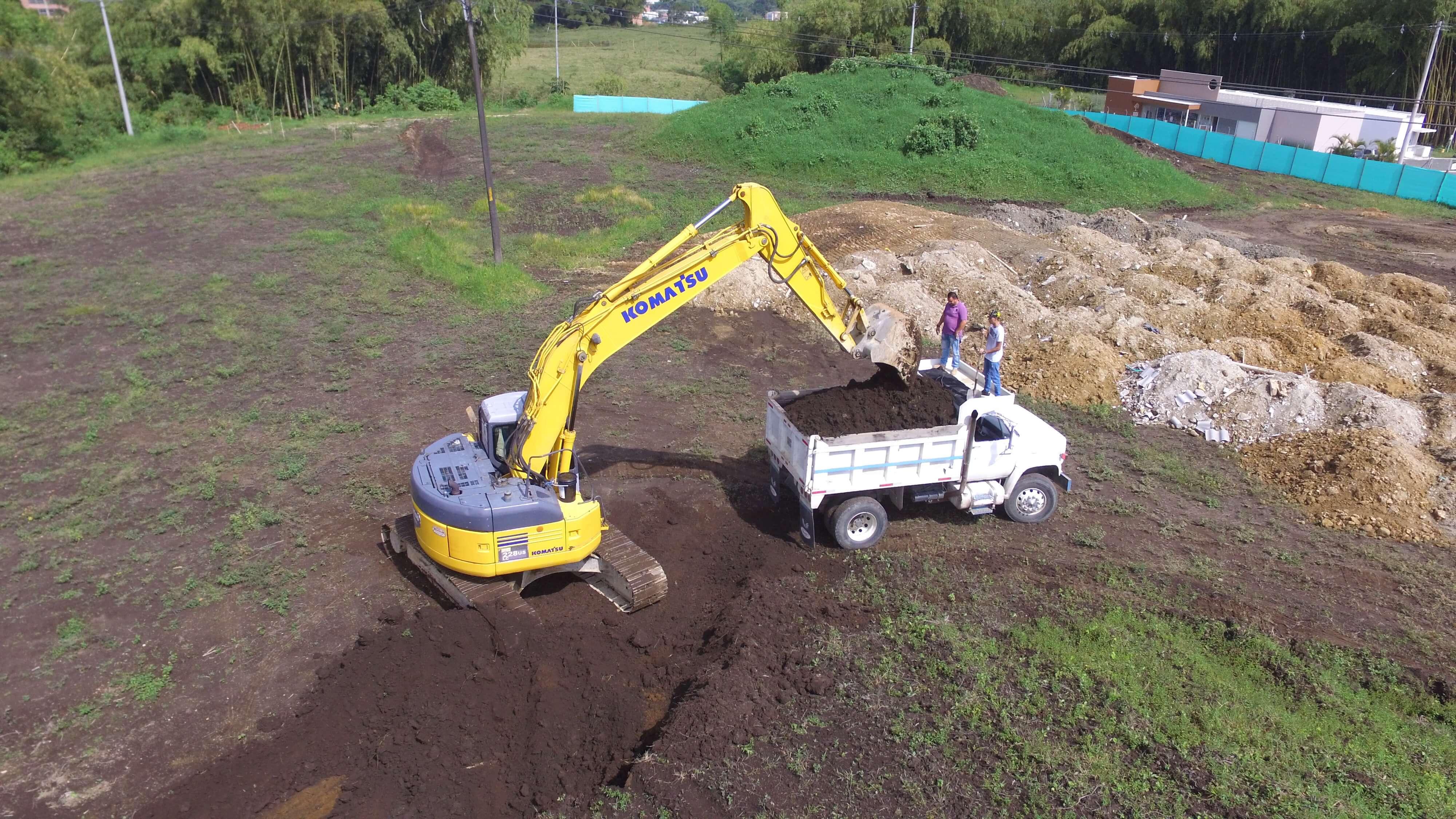 Excavadora Komatsu PC228-330